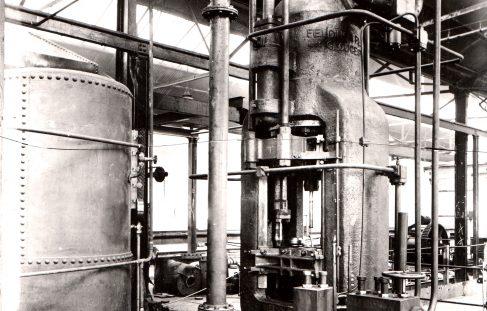 1000 ton Vertical Extrusion Press, O/No. 6896, c.1933 (Views taken on site)