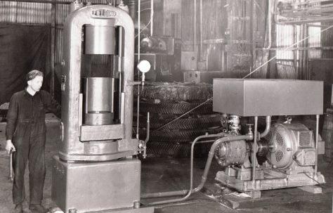 "200 ton Heading Press for 5.5"" dia. shells, O/No. 8960, c.1939"