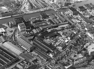 Aerial view of the Fielding & Platt site, 1970s, held at Gloucestershire Archives (reference D7338); click on the image to enlarge it