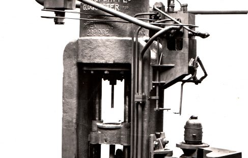1000 ton Serck Extrusion Press, O/No. 7410, c.1935