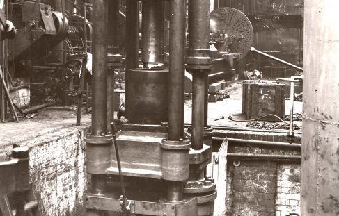 900 ton Vertical Lead Extrusion Press, O/No. 7421, c.1935