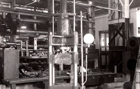60 ton Vertical Press, O/No. 9369, c.1941
