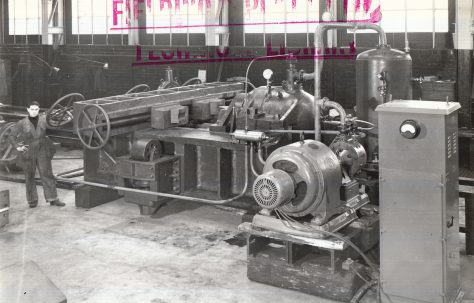 1000 ton Horizontal Gun Straightening Machine, O/No. 8973, c.1940