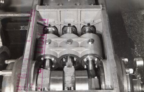 H3 Hydraulic Pump showing water isolating glands, c.1942