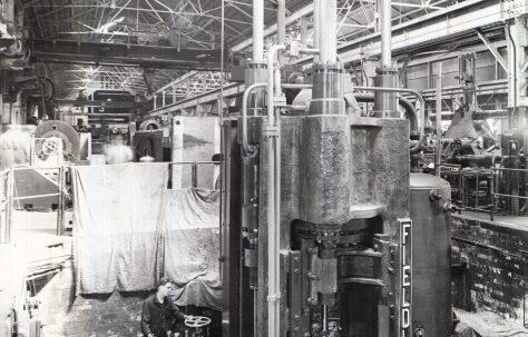 600 ton Vertical Tube Extrusion Press, O/No. 4078, c.1942