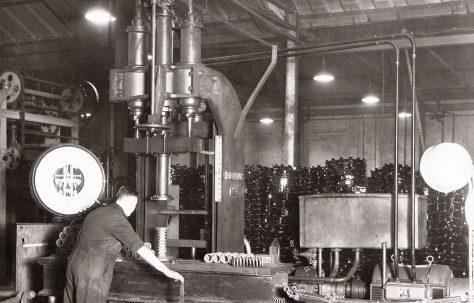 80 ton Spring Scragging and Testing Machine, O/No. 4151, c.1943