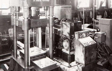 500 ton Vertical Straightening Press, O/No. 6332, c.1949