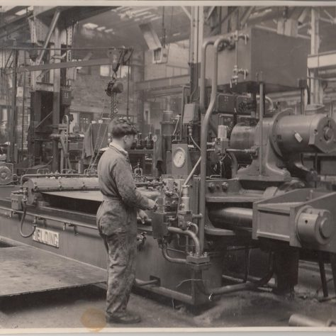 Stretching and flattening machine | Fielding and Platt photo no. 4510