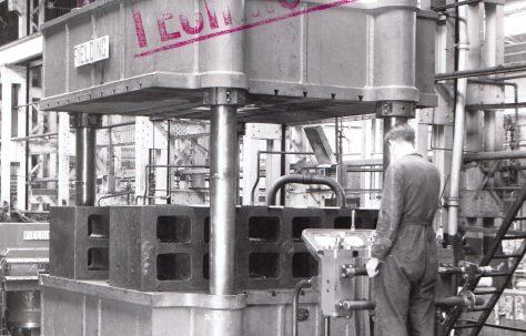 450 ton Flanging Press, O/No. 6722, c.1951