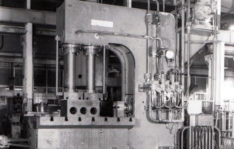 100 ton Progressive Flanging Press, O/No. 3620, c.1952