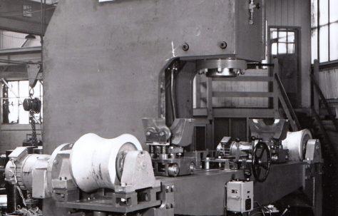 200 ton Open Gap Straightening Press, O/No. 4170, c.1952