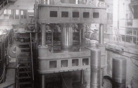 950 ton Downstroking Flanging Press, O/No. 3700, c.1952