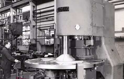 Automatic 400 ton Three-Mould Slab Press, c.1962