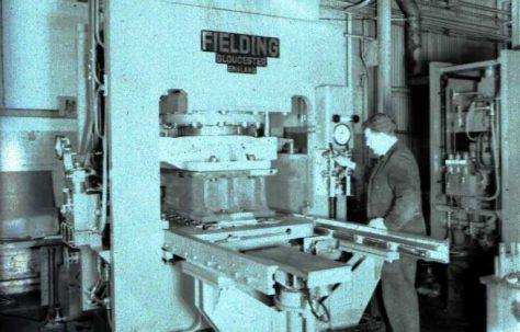 400 ton Single Mould Slab Press, O/No. 66270, c.1966