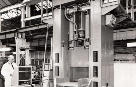 350 ton Single-Cut Hydraulic Shear, views under construction and on site, O/No. 67440, c.1968