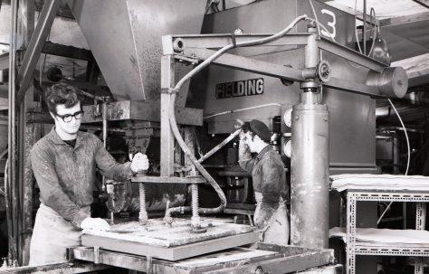 400 ton Single-Mould Slab & Kerb Press, O/No. 67720, c.1968