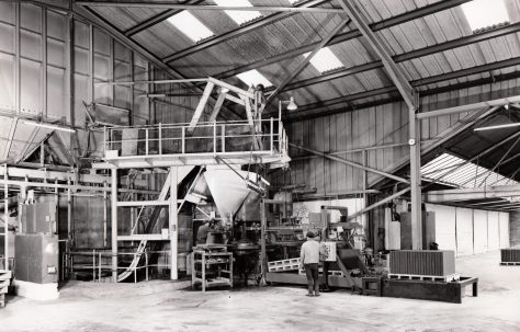 Automatic Take-off and Edge Stacking Unit on a 400 ton Slab Press, view taken in 1972, O/No. K79500, c.1971