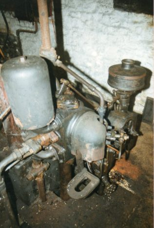 This is the only engine that I have seen with the heat shield on the hot bulb   Trevor Hill