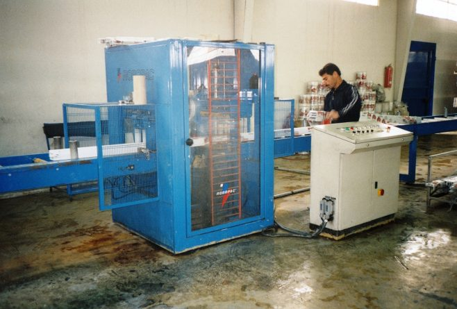 JB318  General view of wrapping machine during wrapping | Supplied by John Bancroft