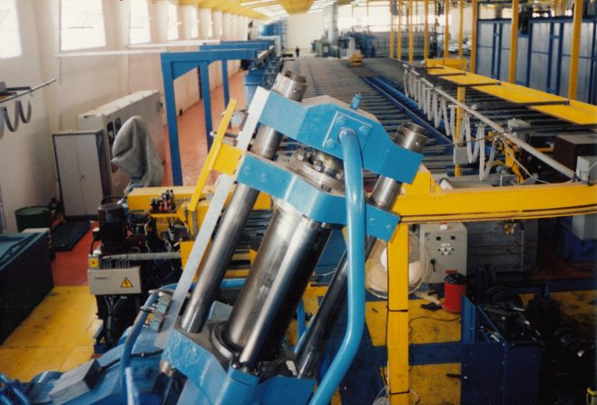 JB373  Close-up of shear cylinder | Supplied by John Bancroft