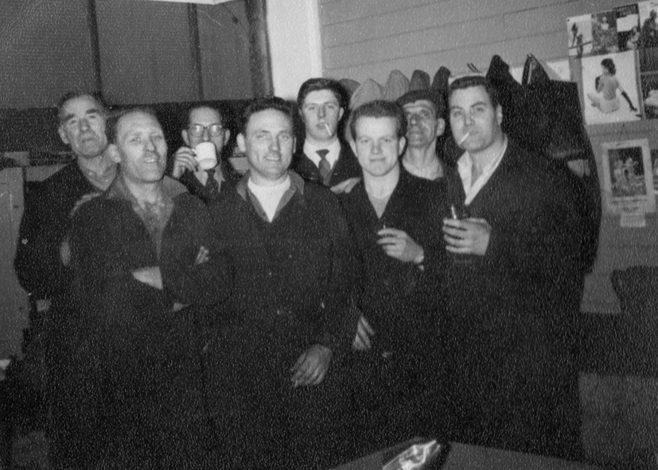 George Simpson, Arthur Aperley Jack Sysum, Henry Savage, Dave Moore, Ray Price, ?, Don Keyse.