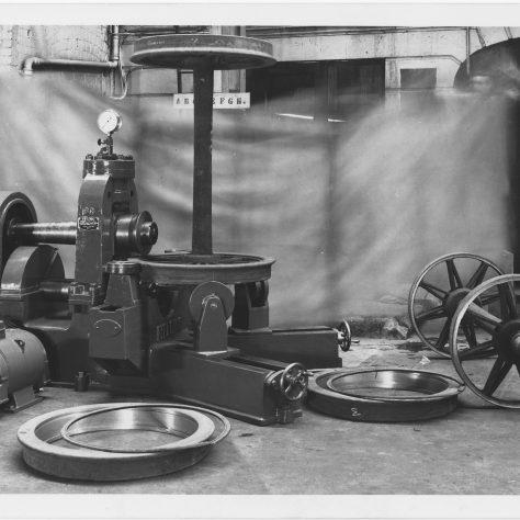 Tyre Swaging Press   Fielding & Platt